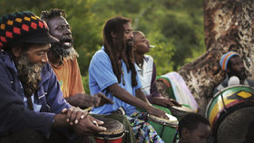 Uprchlíci naruby. Nástupci Boba Marleyho se vracejí do Afriky