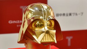 Klenot pro fanoušky Star Wars. Maska Dartha Vadera ze zlata za 34 milionů