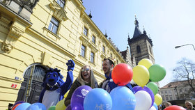 Majáles oživil První máj. Studenti prošli Prahou i se žlutou ponorkou