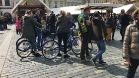 Omezení cyklistů v centru: Praha 1 hlásí stížnosti chodců. Jasněji bude o adventu