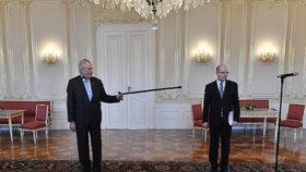 """""""V divadle by to byla komedie."""" Německý tisk cupuje Zemana kvůli Sobotkovi"""