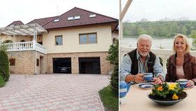 Exkluzivní foto! Zpěvák Milan Drobný (72) a jeho snoubenka Dana (60) si pořídili luxusní palác