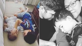 Velký brácha uklidňuje chlapečka (†5 měsíců) před smrtí: Rakovinu nemůže pochopit