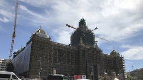 Nové Národní muzeum uvidí lidé zvenčí už v létě. Vedení řeší, co se střelami od Sovětů