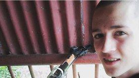Andreje (19) našli po maturitě nad ránem s dírou v hlavě! Po mejdanu ho brutálně zbili