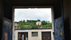 Praha 4 plánuje stmelit místní. Pomohou jim k tomu živé vnitrobloky