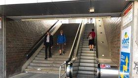 Nejporuchovější eskalátor v Praze jezdí. Lidé čekali na opravu rok a čtvrt