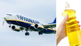 Pasažér RyanAir močil do lahve, protože všechna WC v letadle byla zavřená. Skončil v base