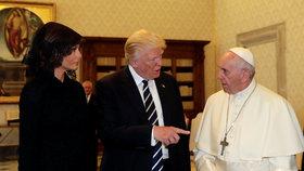 """U Trumpových to skřípe? Melania uhnula Donaldovi a šla """"za jeptišku"""""""