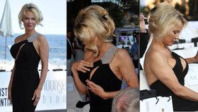 Ach, ty vnady: Pamela Anderson musela svůj bujný dekolt hlídat o sto šest