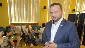 V Česku chybí dárci krve. Ministr Jurečka ji pumpoval z úředníků, sám nedal