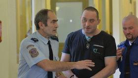 Uškrtil družku, poté do ní kopal a tloukl: Pražský vrchní soud potvrdil trest 14,5 roku