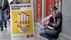 Praha 1 se připravuje na zákaz kouření: Zahajuje kampaň, do ulic vyslala antikonfliktní tým