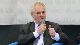 Zemanův leták ve schránkách odporuje slibu prezidenta. Hrad si myje ruce