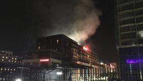 Útok na hotel v Manile: Vtrhli tam střelci, byly slyšet výbuchy