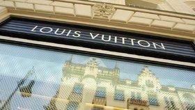 Dámy, pozor: Inspekce odhalila na internetu falešné kabelky Louis Vuitton