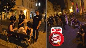 Metropole po zavedení nového zákona: Prahu obsadily davy kuřáků, krotili je »muži v černém«