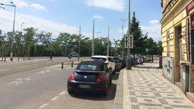Nová parkovací místa v Praze 7: Už za týden řidiči zaparkují na nábřeží, u Stromovky nebo před nádražím