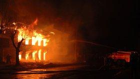 Hasiči se nezastaví: Požárů bylo v červenci v Česku nejvíc za 12 let, osm lidí zemřelo