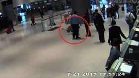 Seniora ztloukla ochranka United Airlines do bezvědomí. Chtěl jen místenku