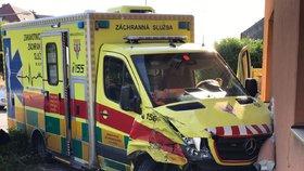 Bouračka sanitky na Bruntálsku: Zemřeli dva lidé