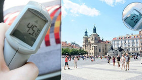 Takhle to pálí v Praze: Na chodníku přes 50 stupňů, v tramvaji 45