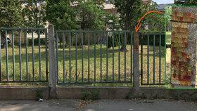 Umění v Praze 2: Betonový sloupek zdobí přes 100 gumových medvídků