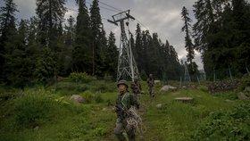 Na lanovku v Kašmíru spadl strom. Umírali tam turisté