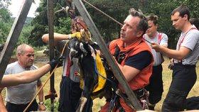 Kuriózní zásah hasičů: Zachraňovali kozla ze studny