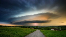 UFO nad Německem? Lovci bouřek se podařilo zvěčnit neuvěřitelný úkaz