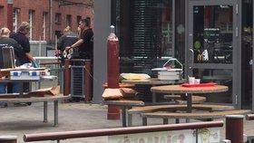 Panika v berlínském McDonaldu: Policie zajistila podezřelý předmět, bojí se bomby
