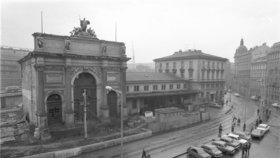 Smutné výročí: Před 45 lety zavřeli novorenesanční nádraží Praha-Těšnov