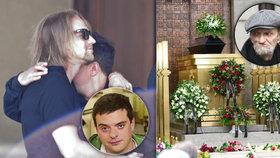 Pohřeb režiséra Drhy (†73): Vdovce utěšoval Klus, na věnci stál mrazivý vzkaz!