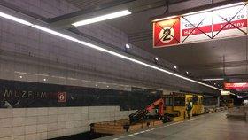 Cestování metrem bude noční můrou: Do konce roku DPP uzavře další výstupy