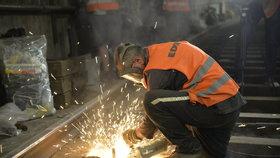 Pražské metro čekají letos ještě dvě velké výluky. Budou se měnit pražce