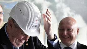"""Tajný plán bez Babiše? Zeman chce prý za premiéra svého přítele z ČEZu. """"Bažina,"""" soptí Ovčáček"""