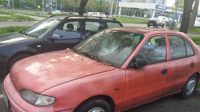 Města zaplavují autovraky. Úřady jsou na ně krátké, odtah zaplatí z daní poplatníci