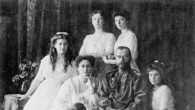 Až 90 tisíc poutníků se sešlo na místě vyvraždění carské rodiny