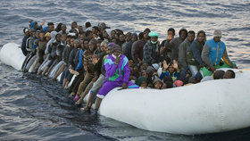 Evropská komise posílá Česko kvůli uprchlíkům k soudu. Babiš za to tepe Chovance
