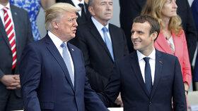 Macrona na přehlídce v Paříži rozzářil hit od Daft Punk. Pak truchlil v Nice