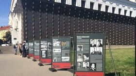 Výstava o Anthropoidu putuje dál po Praze. Zakotvila na náměstí Jiřího z Poděbrad