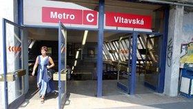 Změny na Vltavské: Dělníci opravují schodiště, zmizí nevyužívaná lávka