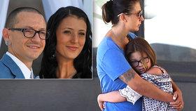 Zpěvák (†41) Linkin Park byl zavražděn, tvrdí podivná zpráva. Vdova vyšla ven s dvojčátky
