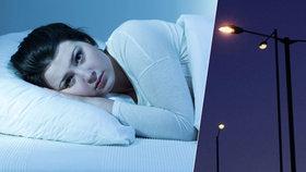 Tichý zabiják v Česku: Pouliční lampy mohou zvýšit riziko rakoviny, říká Brabec