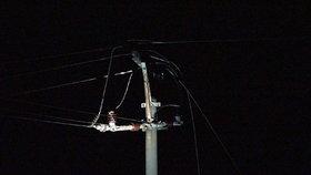 Do stožáru vysokého napětí udeřil blesk: Na západě Prahy byli přes hodinu bez proudu