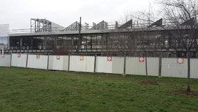 Smutné torzo Centra Palmovka: Co s nedostavěnou budovou bude? Ve hře jsou tři varianty
