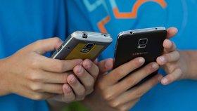 """Děti závislé na """"wifině"""" a mobilu pomůžou v boji s hackery, překvapil odborník"""