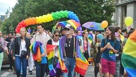 """Kdo """"kašle"""" na práva gayů? Strany dostaly vysvědčení, řada jich propadla"""