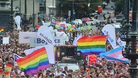 ANKETA: Co přimělo návštěvníky přijít na Prague Pride?