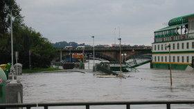 Protipovodňové zábrany ve Zbraslavi nestačí: Praha je nechá zvýšit a vybuduje novou část